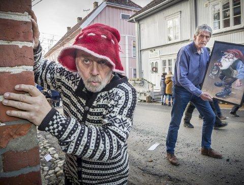 NISSE: – Der var det en med samme lue som Graute, sier Hans Ludvig Fredheim og titter bort på Ivar Nordhagen som lister seg rundt hushjørnene i Storgata oppe i Øvrebyen.