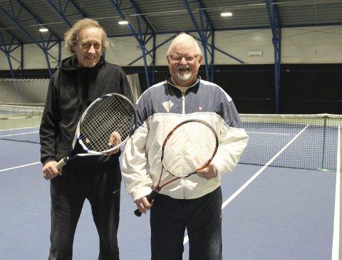 TENNIS: Pål Haugan tok i en tennisracket for første gang da han var 63 år. Det er blitt en kjær hobby. Her er han sammen med Arne Huse, som har spilt tennis i en mannsalder, og ofte er makker.