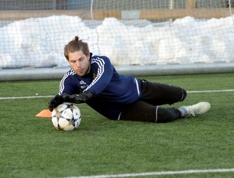 Faaberg-målvakt, Tomas Varpestuen, var offensiv foran årets fotballsesong. Og den tidligere LFK-målvakten lovte seks poeng i lokaloppgjørene mot LFK.