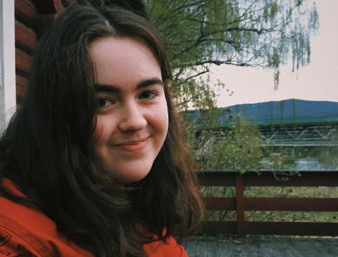 NORDDØL: Julie Garmo (18) frå Lom er ein stolt dialektbrukar.