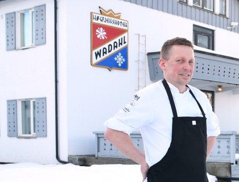 Endre Galstad Ellefsrud ble ansatt som daglig leder på Wadahl Høyfjellshotell i mars i år. 1. september sluttet han i jobben.