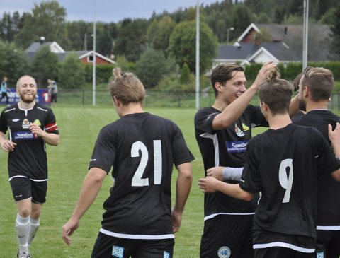 Jubel: Gran jublet for tre scoringer og kan glede seg over at de er storebror på Hadeland etter seirer i begge lokaloppgjørene denne sesongen.