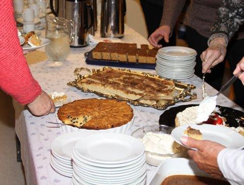 MYE GODT: Når Brandbu Bygdekvinnelag inviterer til treff, vil ikke god servering være mangelvare.
