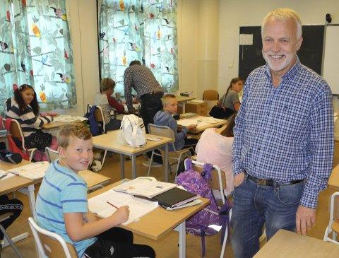 Ny skole på Idd: Rektor Jostein Stø mener både elever, ansatte og foreldre forventer at den nye barneskolen skal bygges på tomta ved Risum ungdomsskole.Arkivfoto