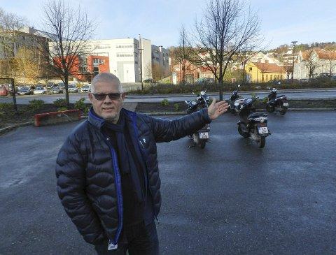 UMIDDELBAR NÆRHET: Arild Rød ved Halden videregående skole sier at det er flere muligheter for å lokalisere musikk og drama på Porsnes.
