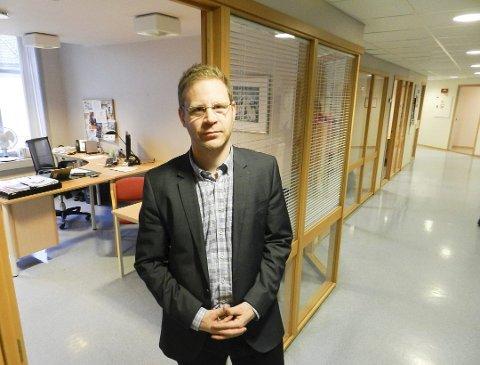 DØGNÅPENT: Kent-Arne Andreassen, direktør for undervisning og oppvekst i Halden kommune, informerte blant annet om et tilbud for tilsyn av barn i påsken - samt at det foreligger en beredskapsplan for et døgnåpent tilsynstilbud av barn hvis det skulle bli behov under koronakrisen.