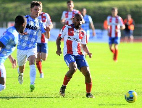 GOD KAMP: Albert Makiadi spilte en god kamp da Kvik Halden slo Kongsvinger 3-2 på Halden stadion.