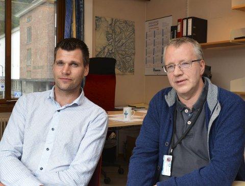 Kommunalsjef for Teknikk og miljø, Anton Langeland (t.v.) og rådgjevar Torstein Backer-Owe kan opplysa om at årsgebyret for vatn og avlaup  i 2020 ligg ca. 17 prosent høgare enn landsgjennomsnittet for ein bustad på 120 kvadratmeter i buksareal.