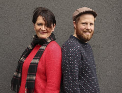 Danseglede: Lajla Buer Storli og John Ole Morken står bak det som kan bli  ei  nasjonal folkemusikalsk farsott med song og dans. Foto: Øyvind Christensen