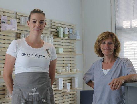 STYRKER LAGET: Gründer Elise Haga Lindvik (t.v.) har nå tre ansatte ved Odda hudklinikk. Kari Aga (t.h.) har i nesten 30 år jobbet som fotterapeut. I tillegg jobber Ewelina Bogusz også på klinikken.