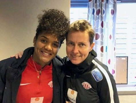 AVTALE I BOKS: Maria Eduarda da Silva og sportssjef Lena Tyriberget.