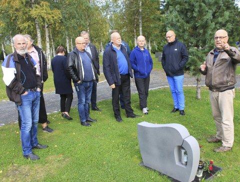 Klartekst: – Vi har ikke mer plass i 2020, sa kirkeverge Ernst Hegdal (t.h.) til Vefsn planutvalg og til kommuneadministrasjonen. Foto: Jon Steinar Linga