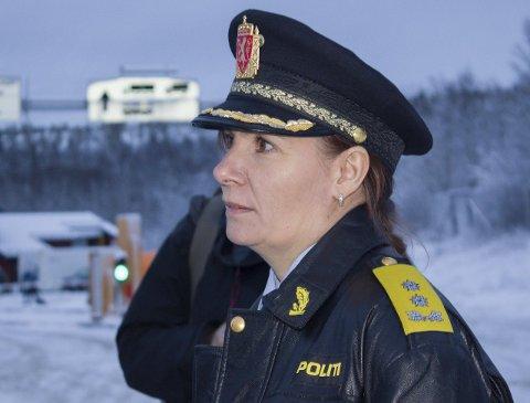 Politimester Ellen Katrine Hætta i Finnmark politidistrikt ønsker selv å kunne stenge grensen mot Russland i perioder.