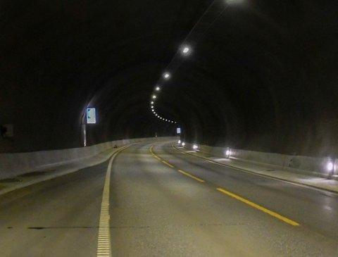 TUNNEL: Her er bilde inne fra Melsviktunnelen. Bildet er tatt i svingen før en lang rett strekning i retning mot Alta.