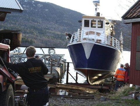 Eikern Turisttrafikk AS drifter MAS Eikern. De har benyttet slippen i Eidsfoss vederlagsfritt siden 1997. Nå søker de om å få på plass en formalisert. skriftlig avtale med Miljødirektoratet som eier området.