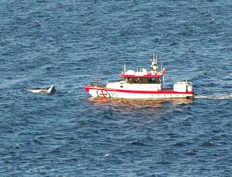SANK: Båten, en tresnekke, skal ha forlist i sjøen 2-300 meter ut fra Holmestrand fjordhotell.