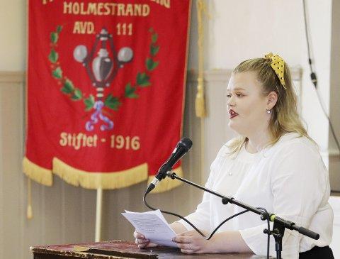 Lokal Ungdomskandidat AUF: Camilla Brekke holdt sin første 1. mai-appell i et fullsatt Borgen. Foto: Pål Nordby