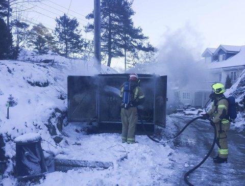 BRANN: Etter trafobrannen mandag er det satt inn et strømaggregat på Tåtøy, men kapasiteten er begrenset.