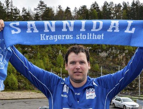 Optimist: Vegar Weholt har klokkertro på seier over Drangedal og hever stolt Sannidal-skjerfet over hodet.