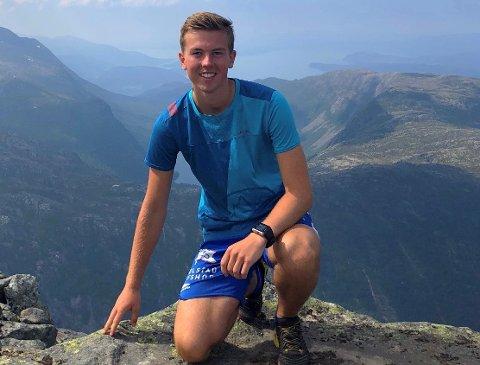 Magnus Eide (21) frå Halsnøy er blitt ei skikkeleg fjellgeit etter å ha blitt med i DNT Ung. No inviterer han andre ungdommar med i lokallaget. (Foto: Privat)