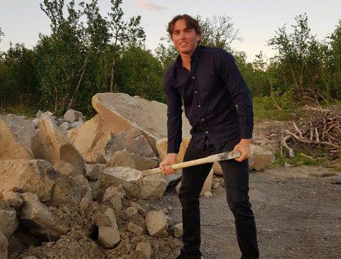 SATSER: Oskar Bråthen Herland satser både på alpint - og eget selskap der han tilbyr ulike serviceoppgaver.