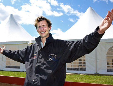 INVITERER TIL STEVNE: Jan Auen Hafskjold inviterer til Equilife local champions tour på hjemmebane i Nøsteveien 120. Her er han foreviget i forbindelse med Norway Grand Prix på Linnesvollen i 2009.