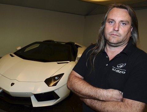 TATT: Tony André Johansen i TJ Auto på Roa med sin Lamborghini Aventador Roadster som først ble beslaglagt i tollen på Svinesund.