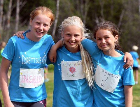 fornøyde: Ingrid Johansen Barli, Sofie Solheim Underberget og Oda Charlotte Tretli storkoste seg under idrettsuken på Skullerud.