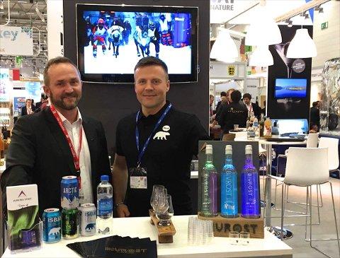 Tor Petter W. Christensen fra Aurora Spirit i Lyngen og Roger Karlsen fra Mack på mat- og drikkemesse i Tyskland. Foto: Mack