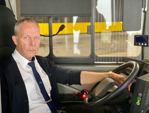 BUSSVETERAN: Bak rattet trives Nilssen.