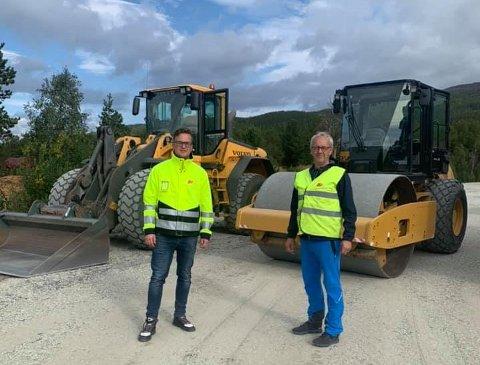 PLANERING: Gustav Wuopio fikk denne uka besøk av Storfjord-ordfører Geir Varvik som inspiserte den nye bedriften i kommunen. Wuopio skryter av kommunen som har  lagt godt til rette.