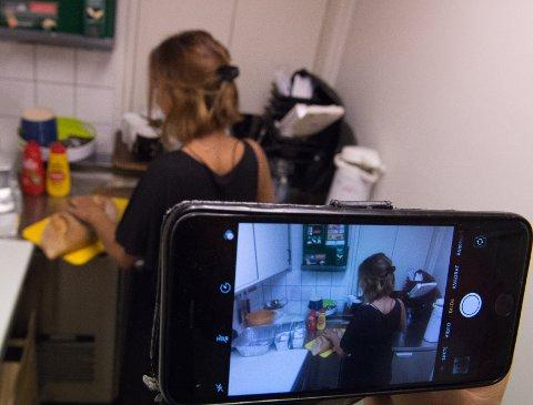 VILLE TRYGGE DE ANSATTE: Bedriftseier mente at innvendig kameraovervåking og fjernovervåking via app på hans mobiltelefon, ga ansatte mer trygghet.