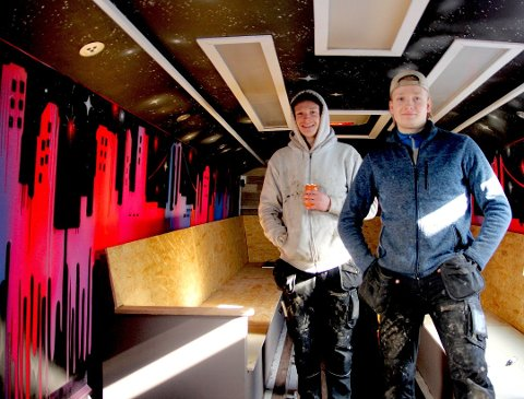SATSET HARDT: Brødrene Mathias (fv) og Andreas Dammyr satset hardt på å lage russebusser.