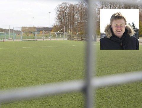 Binge for alle: Asylsøkerne fra Trudvang har tatt i bruk ballbingen på Lovisenlund, og Kjetil Lundeberg mener Larvik Turn ikke kan hive disse vekk til fordel for egne lag. Men han oppfordrer samtidig til sunn fornuft i bruken av «bingene» i distriktet.Fotomontasje