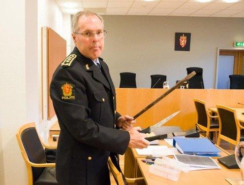 BEKYMRET: Magnar Pedersen har vært politijurist i en årrekke. Nå frykter han for framtida til politiet i Larvik.