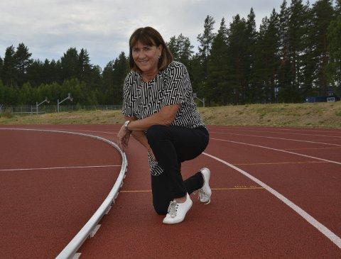 Flink trener: Mette Karin Ninive er trener for noen av landets beste unge friidrettstalenter. Hun har selv vært utøver på toppnivå, og ved siden av trenerjobben i klubben Orion, er hun matte- og idrettslærer ved Elverum videregående skole.