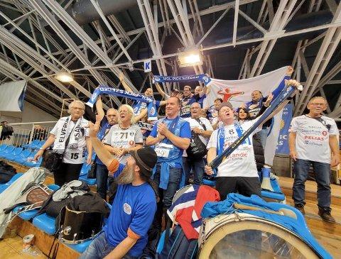 ELLEVILL JUBEL: Elverum-fansen var ikke mange, men de gjorde seg likevel bemerket i Szeged. Her sammen med det som etter hvert har blitt gode venner på kryss av landegrenser og klubbtilhørighet.
