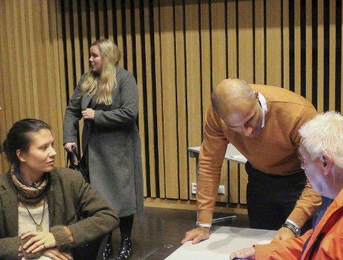 REAGERTE: Frps Stine Margrethe Stamland (bak) var blant dem som gikk på talerstolen etter klinsjen mellom Kåss og West Sørlie. Både hun og Høyres Mahmoud Farahmand har reagert på innlegg fra Ap-representanter i etterkant.