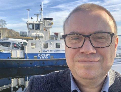 BER STATEN BETALE: Heiberg mener ferga til Sandøya oppfyller kriteriene til fylkesvei og dermed ni millioner fra staten. Etter behandling i fylkestinget planlegges brev til departementet. Fergetilbudet skal bli mer rettferdig.