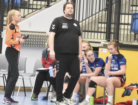 Nå er det slutt: Glenn Andre Ruud-Andersen ledet HSKs damer for siste gang i sesongavslutningen i Hønefoss Arena.