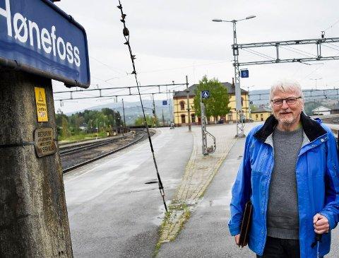 BANEVOKTER: Lars Olsen er glad for pengene som ligger inne til planlegging av Ringeriksbanen, men vil at regjeringen skal slå fast at det blir byggestart i 2021.