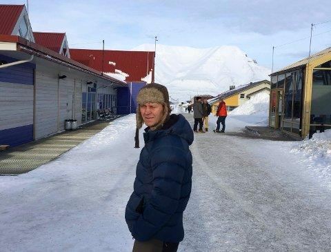 Arne Johan Grimsbo (51) er ny direktør i Ringerikskraft Entreprenør. Han har bodd på Svalbard det siste året.