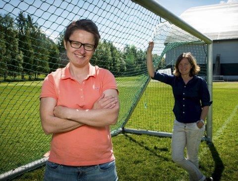 TRENERSKIFTE: Monica Knudsen gir seg, men overlater hovedtrenerjobbe til dagens assistenttrener Hege Riise. – Jeg er mer enn klar til å ta dette steget, sier Riise. Foto: Ylva Seiff Berge