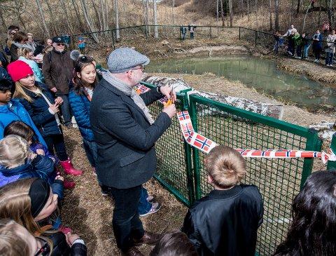 KLIPPET SNORA: Utvalgsleder i Skedsmo kommune, Ulf Bakke (Ap), klippet snora til den nye dammen.