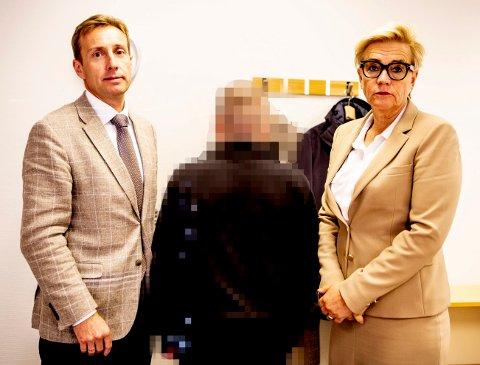 ERKJENNER: Mannen i 40-årene skal forklare seg i retten. Her er han sammen med forsvarerne Gunhild Lærum og Gard Lier.