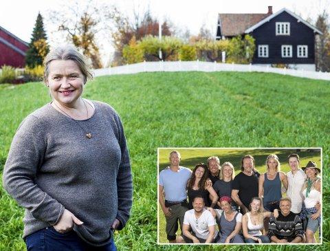 Heimebane: Anne Dillerud (53) bor på Skedsmokorset, men føler seg vel så hjemme, om ikke mer, på gården som huser «Farmen kjendis» 2019. – Jeg er vokst opp her og elsker stedet. Men jeg og familien, barna mine Cecilie og Anders, er enige om at vi for andre gang kunne la TV 2 få låne gården til tv-innspilling.Foto: Lisbeth Lund Andresen