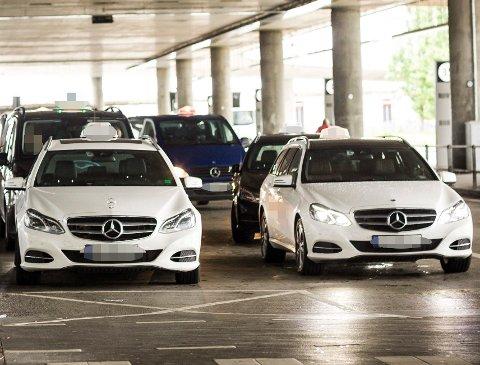 KONTOLL: Statens vegvesen hadde torsdag blant annet kontroll av taxier på Gardermoen taxidepot. Bildet er ikke fra kontrollen, men tatt ved en tidligere anledning.