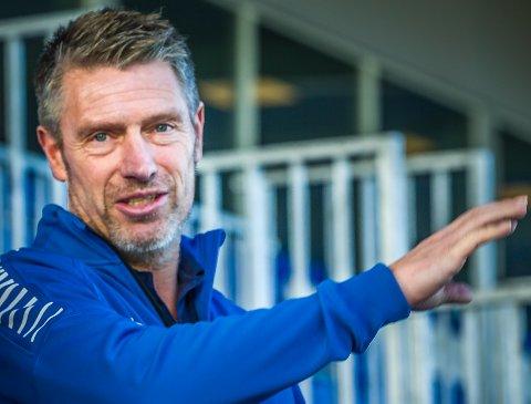 TROPP: Sportssjef Thomas Berntsen i Sarpsborg 08 kommer neppe til å ha en komplett spillertropp før nærmere seriestart.