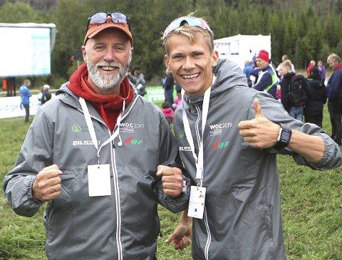 BARE MÅTTE: VMs antidopingsjef Rune Siewartz Nielsen (til venstre) utsatte akillesoperasjonen for å lose prøve-VM i mål sammen med blant annet frivilligsjef Svend Sondre Frøshaug.