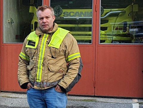 KRISE: Tørken byrjar å setja preg på Aurland. Reinhardt Sørensen, leiar på teknisk eining, har sendt ut melding om vatningsforbod.